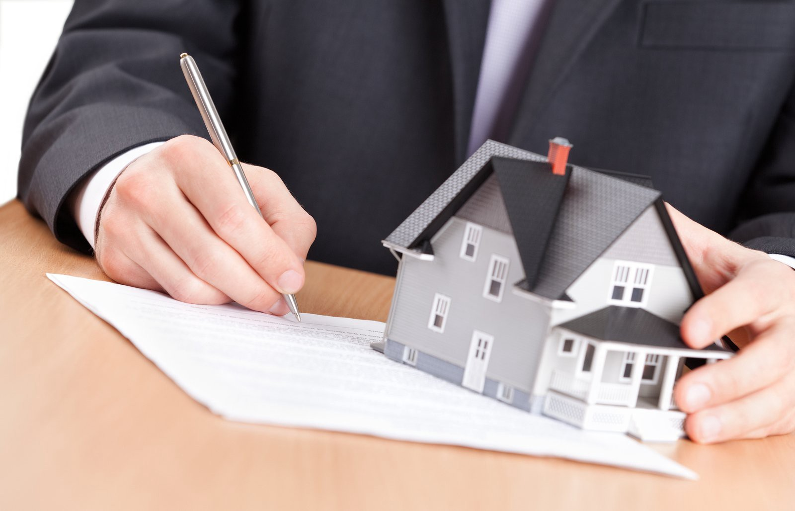 What to Consider When Choosing a Real Estate Lawyer